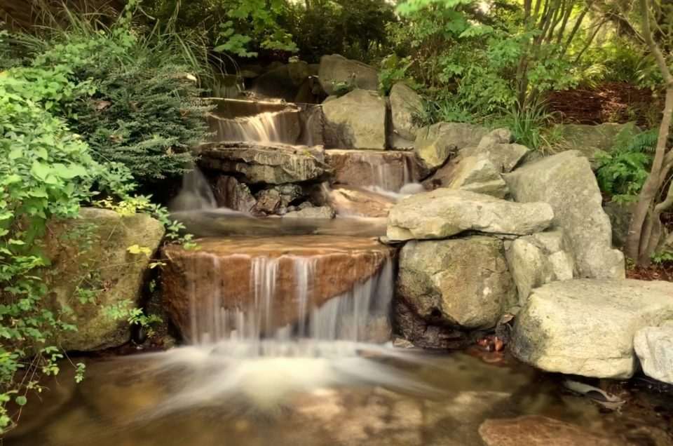 "Shoot ""Long Exposure"" Waterfalls with Live Photo Mode on Your iPhone"