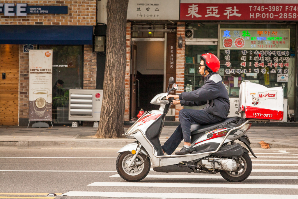 motorcycle in Seoul without panning